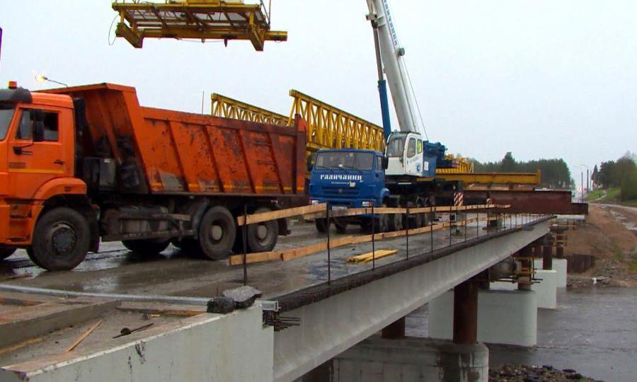 ВВельске начали монтаж пролетных конструкций нового моста через Вагу