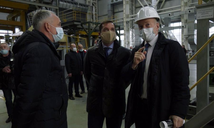 Александр Цыбульский с рабочим визитом посетил Центр судоремонта «Звёздочка» и познакомился с его деятельностью