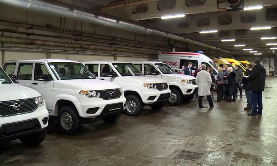 Первую пятерку автомобилей сегодня вручили районным больницам вобластной станции скорой помощи