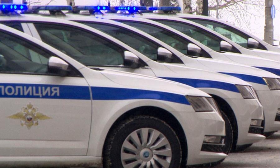Ключи от11 новых служебных машин вручили сегодня сотрудникам Госавтоинспекции