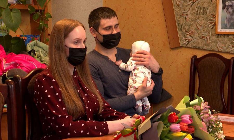Сертификат наулучшение жилищных условий вручили семье Горбуновых изСеверодвинска